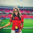 Vanessa Huppenkothen pendant la Coupe du monde au Brésil en juin 2014 - Si Sara Carbonero avait été la révélation de la Coupe du monde 2010 côté tribune de presse, sa successeur est cette fois mexicaine : Vanessa Huppenkothen (29 ans). Impossible en effet de rater la sublime blonde sur les réseaux sociaux depuis le début du Mondial où cette fan de Schalke 04 - son père est allemand - fait sensation au micro de la chaîne Televisa. Véritable sex-symbol au Mexique, dont l'équipe vient de se qualifier pour les huitièmes de finale, elle a même fait la couverture de GQ topless...