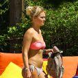 Exclusif - Caroline Receveur : la bombe se dévoile en bikini à la piscine de son hôtel à Miami, le 5 juin 2014