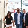 Tony Parker et Axelle Francine se promènent main dans la main à Saint-Tropez. Le 1er juillet 2014.