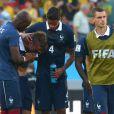 Antoine Griezmann consolé par ses coéquipiers ne peut retenir ses larmes lors de la défaite de l'équipe de France face à l'Allemagne en 1/4 de finale de la Coupe du monde, à Rio le 4 juillet 2014