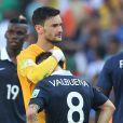 Hugo Lloris et Matieu Valbuena - Tristesse de l'équipe de France suite à leur élimination du Mondial à Rio de Janeiro au Brésil le 4 juillet 2014. L'équipe de France quitte la compétition en quart de finale suite à leur défaite face à l'Allemagne 1 à 0 .