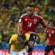 Juan Zuniga au moment où il blesse Neymar lors du match Brésil-Colombie à Fortaleza, le 4 juillet 2014. Victime d'une fracture d'une vertèbre, le joueur brésilien sera écarté des terrains 40 jours et se voit privé du reste de la Coupe du monde.