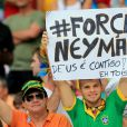 Soutien à Neymar après sa blessure lors du match Brésil-Colombie à Fortaleza, le 4 juillet 2014.
