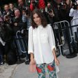 Alma Jodorowsky arrive au Grand Palais pour assister au défilé Chanel haute couture. Paris, le 8 juillet 2014.