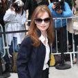 Isabelle Huppert arrive au Grand Palais pour assister au défilé Chanel haute couture. Paris, le 8 juillet 2014.
