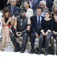 Caroline de Maigret, Peter Marino, Jack Lang, sa petite-fille et sa femme Monique au premier rang du défilé Chanel haute couture, au Grand Palais. Paris, le 8 juillet 2014.
