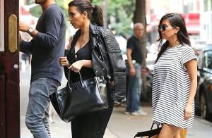 Kim Kardashian : Rockeuse sexy avec sa soeur Kourtney, enceinte et stylée