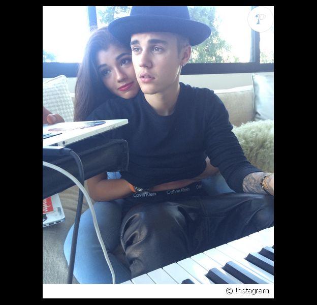 Justin Bieber s'est affiché dans les bras d'une autre brune sur les réseaux sociaux en juillet 2014.