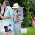 Michelle Hunziker à la piscine avec sa fille lors de ses vacances à Forte Dei Marmi, en Toscane (Italie), le 12 juillet 2014.
