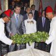 Felipe VI et la reine Letizia se rendent au mausolée du roi Mohammed V à Rabat, le 15 juillet 2014. Le couple royal va se recueillir sur la tombe de l'ancien roi.