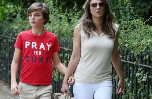 Elizabeth Hurley : Chic et relax pour une virée junk food avec son fils Damian
