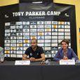 Tony Parker et Najat Vallaud-Belkacem lors d'une conférence de presse sur le campus de La Doua à Villeurbanne, le 21 juillet 2014