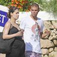 Képler Laveran Lima Ferreira dit Pepe et sa compagne Ana Sofia profitent de leurs vacances le 7 juillet 2012 sur l'île de Minorque avant la naissance de leur premier enfant prévue pour la fin de l'été