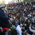 Michael Moore lors d'un discours devant les activistes du mouvement 'Occupy Oakland' sur Frank Ogawa Plaza à Oakland, le 29 octobre 2011