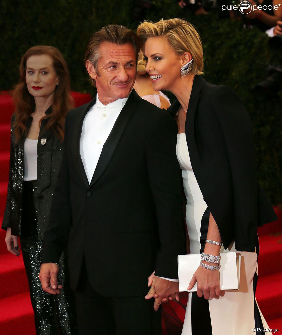 "Sean Penn et Charlize Theron - Soirée du Met Ball / Costume Institute Gala 2014: ""Charles James: Beyond Fashion"" à New York. Le 5 mai 2014"