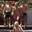 """Rumer Willis sexy en maillot de bain en compagnie de beaux mâles dans """"SPF"""", la parodie de """"Problem"""" d'Ariana Grande et d'Iggy Azalea, mis en ligne le 24 juillet 2014."""