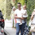 Jessica Alba, son mari et leurs filles se rendent en famille à une fête d'anniversaire à Brentwood, le 19 juillet 2014