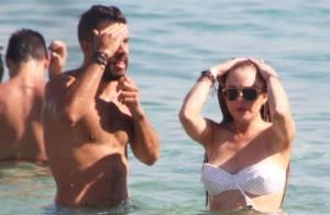 Lindsay Lohan : Détendue en bikini et complice avec un bel inconnu...