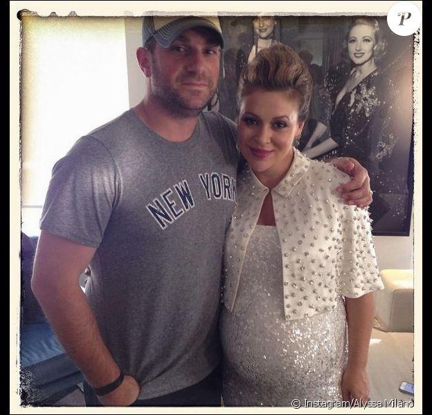 Alyssa Milano prend la pose, enceinte, avec son mari David Bugliari, le 5 août 2014.