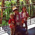 Alessandra Ambrosio et ses deux enfants Anja (à droite) et Noah, en vacances à Hawaï. Août 2014.