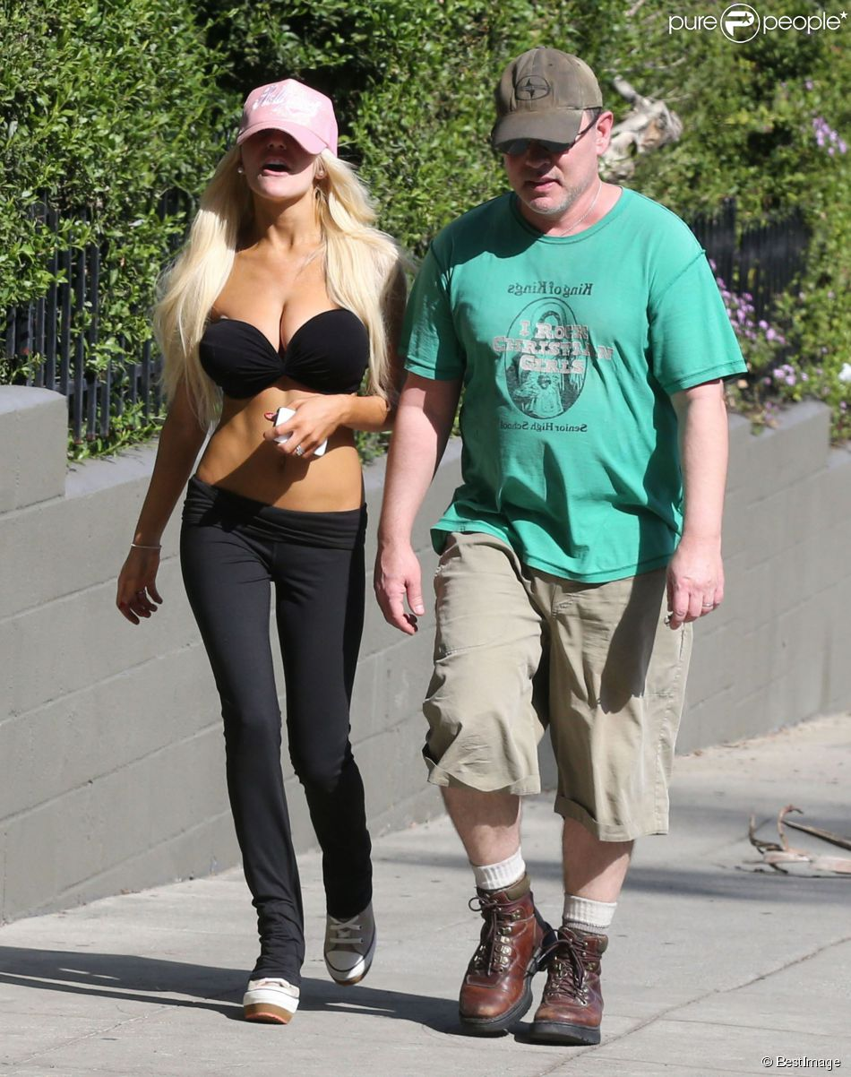 Exclusif - Courtney Stodden fait du jogging avec son mari Doug Hutchison a West Hollywood, le 4 mars 2013.