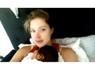 Doutzen Kroes : Selfie au lit avec son adorable fille