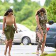 Kim et Khloé Kardashian à Water Mill, le 12 août 2014.