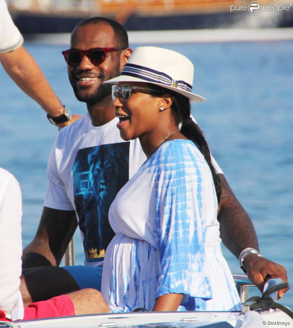 check-out 05f3b 70589 LeBron James, en vacances avec sa femme enceinte, révèle le ...