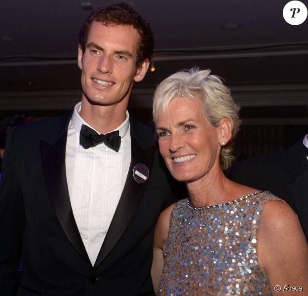 Andy Murray et sa mère Judy lors du bal des champions à l'hôtel Intercontinental de Londres le 7 juillet 2013