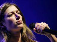 La chanteuse Anaïs, partagée entre chic show, B.O., promo...