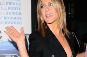 Jennifer Aniston : Décolletée et chic face à de nouvelles rumeurs de grossesse