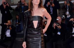 Charlotte Gainsbourg : Une 'Nymphomaniac' audacieuse et sexy en cuir à la Mostra