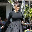 Frange et chignon, la combinaison sexy de Kim Kardashian