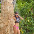 """Yasmine Colt en shooting pour """"138 Water"""" à Oranjestad. Le 4 septembre 2014."""