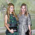 Paris et Nicky Hilton assiste à la présentation Alice + Olivia printemps-été 2015 au Pierre Hotel. New York, le 8 septembre 2014.