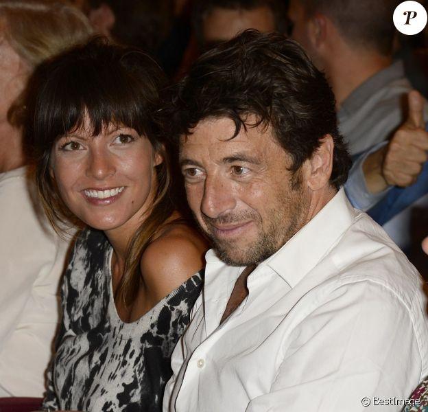 """Patrick Bruel et sa compagne Caroline lors de la générale de la pièce """"Un dîner d'adieu"""" au Théâtre Edouard Vll à Paris le 15 septembre 2014"""