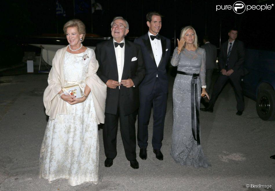 Le roi Constantin II et la reine Anne-Marie de Grèce avec le prince Pavlos et la princesse Marie-Chantal lors de la soirée de leurs noces d'or (50 ans de mariage), le 18 septembre 2014 au Yacht Club de Grèce du Pirée.