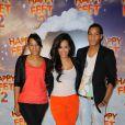 Amel Bent avec sa soeur et son frère lors de l'avant-première du dessin animé Happy Feet, à Paris. 4 décembre 2011