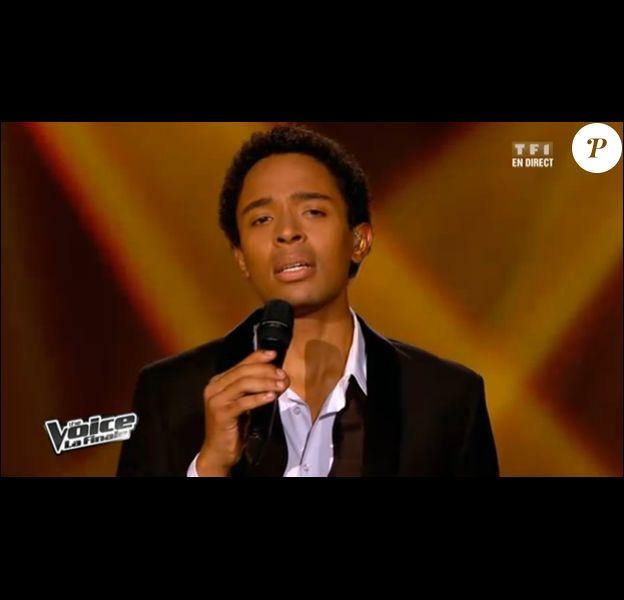 Stéphan Rizon chante le Caruso le soir de la finale de The Voice le samedi 12 mai 2012 sur TF1
