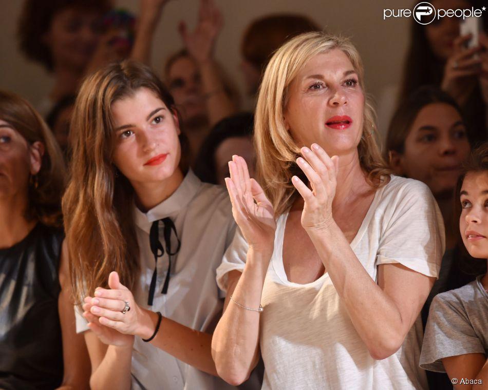 Michèle Laroque et sa fille Oriane assistent au défilé Paul & Joe printemps-été 2015 au Palais de Tokyo. Paris, le 30 septembre 2014.