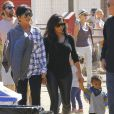 Kim Kardashian avec son mari Kanye West, leur fille North ainsi que toute la famille Kardashian à Moonpark Los Angeles, le 18 Octobre 2014