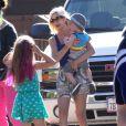 Tori Spelling et son mari Dean McDermott avec leurs enfants Liam, Stella, Hattie et Finn à Malibu, le 21 août 2014.