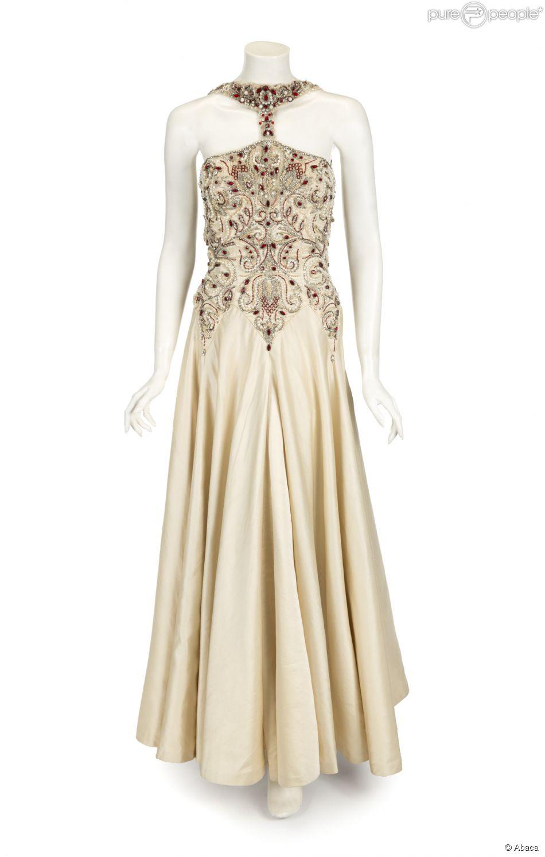 Une robe de gala port e par madonna dans le film evita en for Quand les robes de mariage seront elles en vente