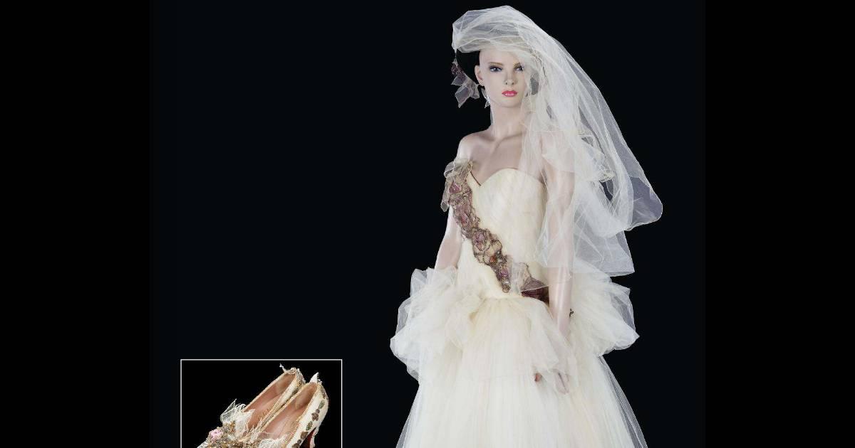 Madonna la robe de son mariage avec sean penn refait surface for Quand les robes de mariage seront elles en vente