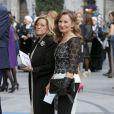 Paloma Rocasolano, la mère de la reine Letizia d'Espagne, arrive (habillée en Felipe Varela) pour la cérémonie de remise des prix Prince des Asturies au Théâtre Campoamor à Oviedo, le 24 octobre 2014.