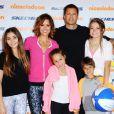 Brooke Burke et David Charvet en famille à Los Angeles, le 26 octobre 2014.