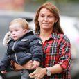 """"""" Coleen Rooney avec le sourire après avoir calmé son petit garçon Klay, inconsolable, le 27 septembre 2014 avant de rentrer au Théâtre des Rêves, le stade de Manchester United """""""