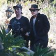 Exclusif - Johnny Depp et son ami Marilyn Manson passent la journée ensemble à Los Angeles, le 3 février 2014. Johnny Depp a à la main une pipe à marijuana.