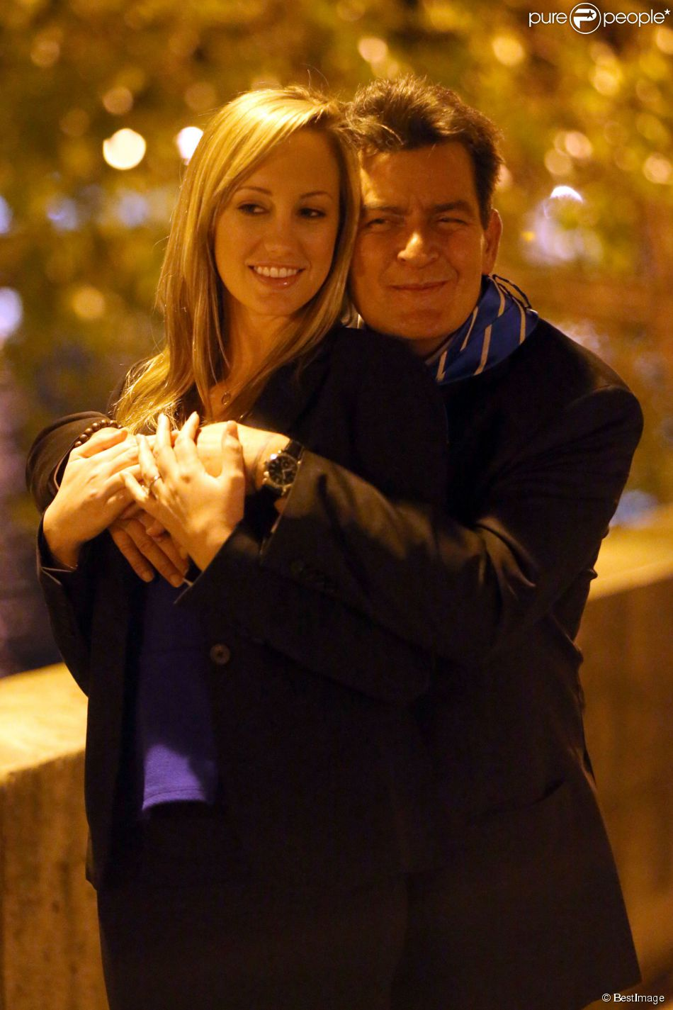 Exclusif - Charlie Sheen et Scottine Ross (Brett Rossi) sur l'île Saint-Louis à Paris, le 16 avril 2014