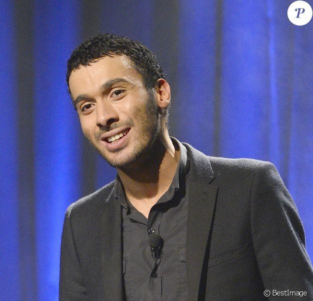 Mustapha El Atrassi sur scène pour la 100e de son spectacle au Théâtre du Splendid à Paris, le 21 octobre 2013.